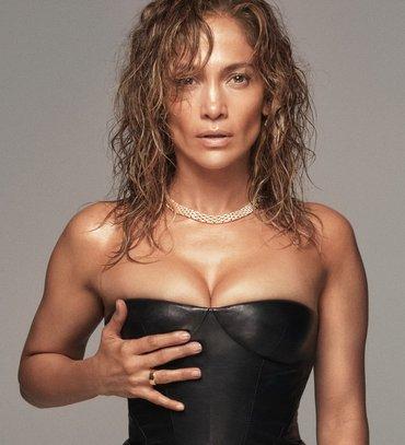 Дженніфер Лопес показала гаряче фото у купальнику з ременем