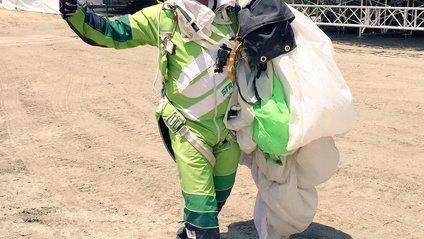 Екстремал першим в світі здійснив стрибок без парашута з такої висоти! - фото 1