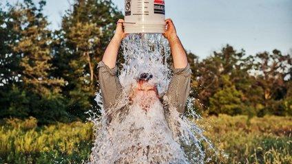Флешмоб Ice Bucket Challenge став популярним у 2014 році - фото 1