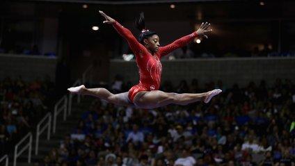 Виступи сучасних гімнасток значно складніші, аніж це було 60 років тому - фото 1