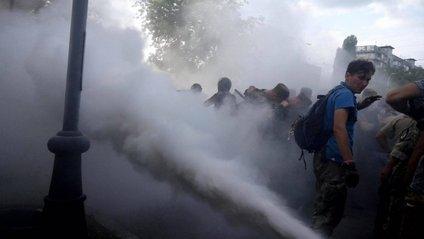 Протестувальники застосовували газ - фото 1