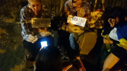 Савченко разом з матерями полонених ночувала на Банковій - фото 1