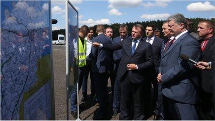 Президент оглянув ремонт автодороги на Львівщині - фото 1