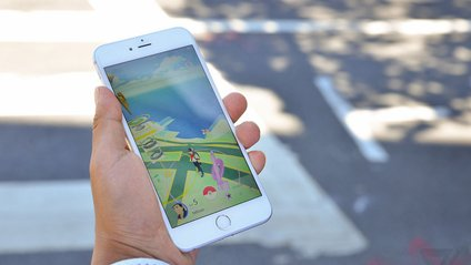 Гравці в Pokemon Go можуть отримати штраф у 55 євро під час гри на дорозі - фото 1