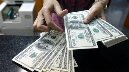 За словами аналітиків, курс долара зміцнить свої позиції восени - фото 1