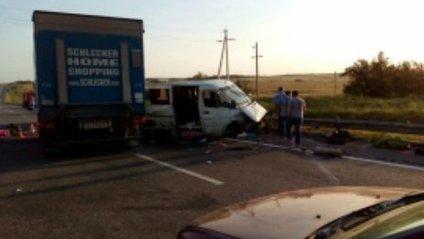 Автобус до України потрапив у ДТП в Ростові: є жертви - фото 1