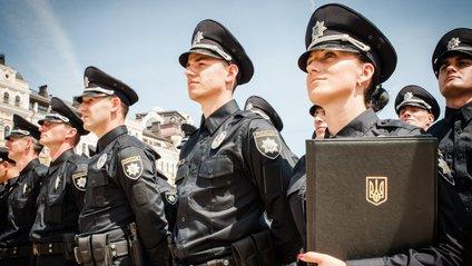 Сьогодні поліцейські відзначають професійне свято - фото 1