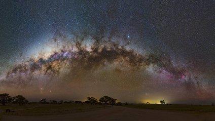 З'явилося неймовірне фото Чумацького Шляху над пустелею - фото 1
