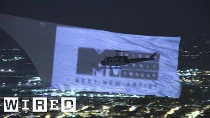 Над Нью-Йорком простягнувся найбільший у світі екран - фото 1