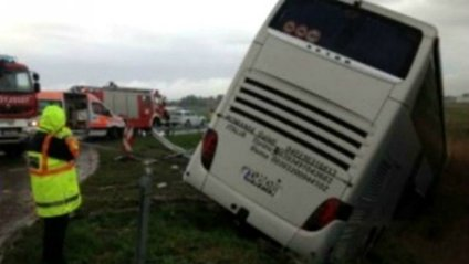 Автобус з українцями потрапив у ДТП в Румунії - фото 1