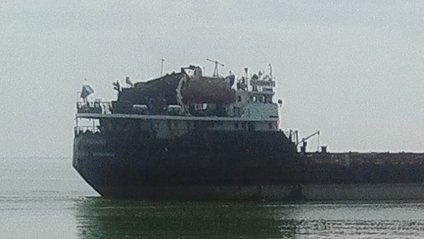 На Дніпрі поблизу Нікополя виявили судно під прапором РФ - фото 1