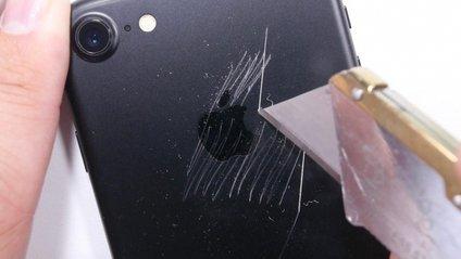 Блогер провів безпощадний краш-тест нового  iPhone 7 - фото 1