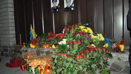 Сім'ям вбитих у Дніпрі поліцейських виплатять по 725 тисяч та дадуть квартири - фото 1