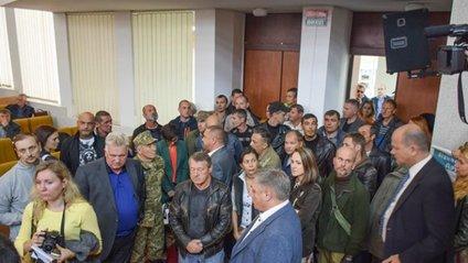 У Миколаєві депутати побилися з бійцями з АТО - фото 1
