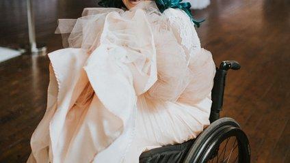 Паралізована наречена здивувала всіх на весіллі: зворушливі фото - фото 1