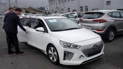 Hyundai IONIQ - фото 1