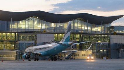 В українських аеропортах більше не буде російської мови - фото 1