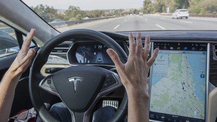 """Tesla заборонили використовувати """"автопілот"""" - фото 1"""