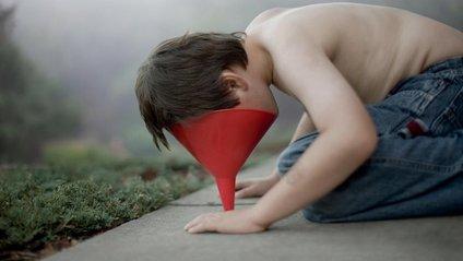 Батько-фотограф знімає таємничий світ, у якому живе його син-аутист: фото - фото 1