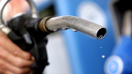 На українських АЗС підскочили ціни на бензин - фото 1