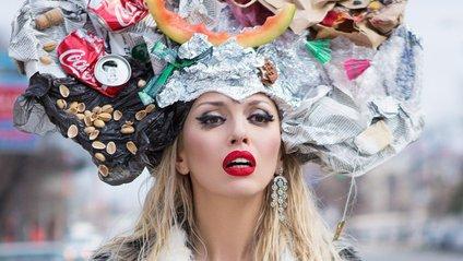 """Полякова проміняла свій """"кокошник"""" на клоунський ніс - фото 1"""