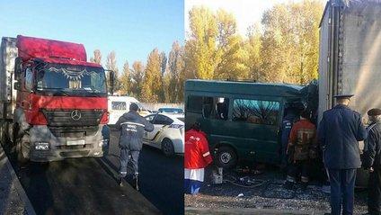 Зіткнення фури з маршруткою у Дніпрі: є постраждалі - фото 1