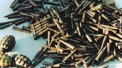 Дві дівчини намагались вивезти 18 гранат із зони АТО - фото 1