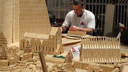 Художник створює дивовижні архітектурні споруди з зубочисток - фото 1
