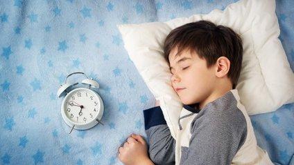 Вчені визначили ідеальний час для здорового сну: Інфографіка - фото 1