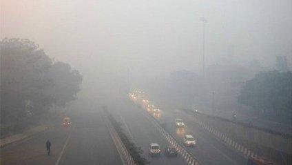Через смог у місті ускладнений рух транспорту - фото 1