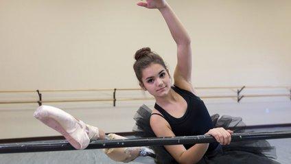 Зіркою інтернету стала балерина з однією ногою: вражаюче відео - фото 1