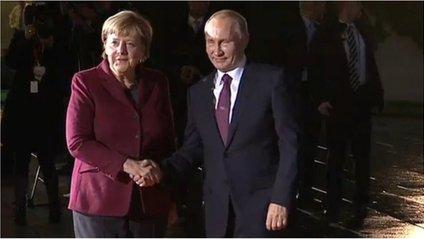 """У мережі висміяли карликового Путіна на зустрічі  """"нормандської четвірки"""" - фото 1"""