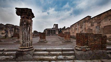 В Помпеї заарештували туристів за крадіжку артефактів - фото 1