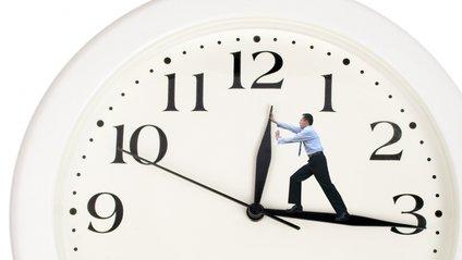 Лікар порівняла вплив осіннього і весняного переведення годинників на організм - фото 1