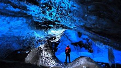Льодові шедеври: вражаючі світлини крижаних печер в Ісландії - фото 1