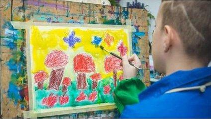 Дивовижні картини українського хлопчика-аутиста показали у Мілані - фото 1