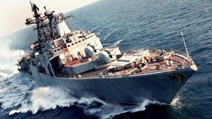 Судна супроводжують два військово-морські кораблі Великої Британії - фото 1