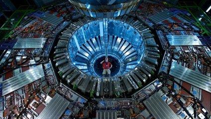 У Великий адронний колайдер запустили робота-інспектора - фото 1