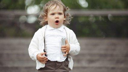 Малюк, який вкрав смартфон із увімкненою камерою, став зіркою YouTube - фото 1