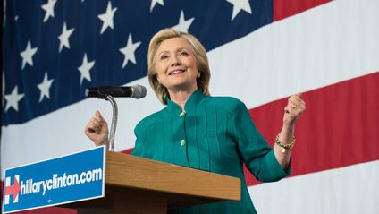 Хілларі та Білл Клінтони вже проголосували - фото 1