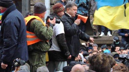 Порошенко на Банковій закликає людей до ненасильницьких дій - фото 1