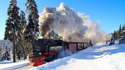 Укрзалізниця запускає додаткові потяги на свята - фото 1