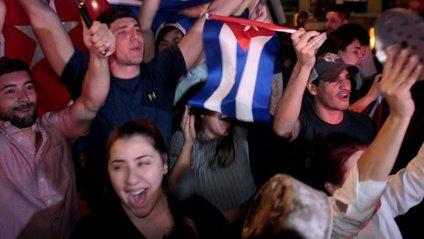 Сотні кубинців влаштували гуляння через смерть Фіделя Кастро - фото 1