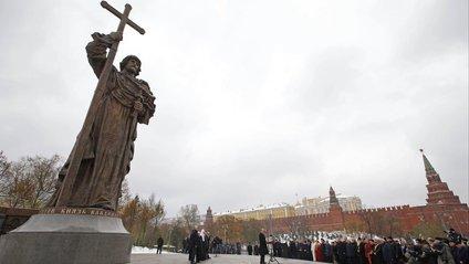 Пам'ятник київському князю Володимиру в Москві - фото 1