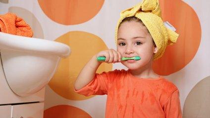 Медики сказали, коли небезпечно чистити зуби - фото 1