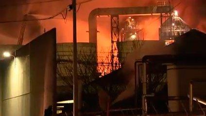 У Японії спалахнув нафтопереробний завод - фото 1