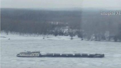Корабель замерз на річці Дунай - фото 1