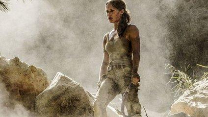 """Не Джолі: з'явилися нові фото ефектної """"Лари Крофт"""" - фото 1"""