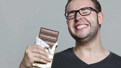 Чоловіки також люблять зловживати шоколадом - фото 1