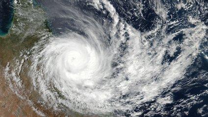 Як виглядає руйнівний циклон Деббі з космосу - фото 1